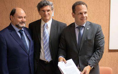 SINDAN e Fundação Eliseu Alves, da EMBRAPA, assinam acordo para pré-análise dos processos de registro de produtos veterinários
