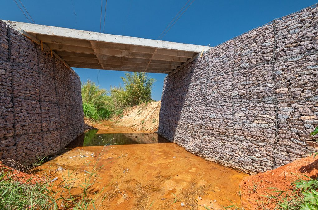 Que propriedade rural não enfrenta problemas de contenções? A solução é o uso de gabiões, estruturas seguras e econômicas que evitam acidentes e deslizamentos de terra